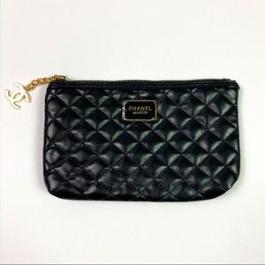 CHANEL || Makeup Bag Wallet Clutch Black Gold